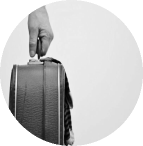 hand-holding-suitcase-780x596.png